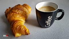 Caf et Croissant 2016-08-18 (bru_59) Tags: croissant caf petit djeuner chaud mousse beurre