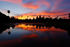2008.08.25 05.48.40.jpg (Valentino Zangara) Tags: angkorwat cambodia flickr reflection ruins siemreap sky sunrise temple water krongsiemreap siemreapprovince cambogia kh