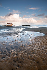 The Yellow Boat (Tony N.) Tags: blue sky france beach yellow jaune river boat sand ngc sable rivire bleu ciel lowtide bateau plage bassindarcachon capferret endofday aquitaine marebasse sigma1020 findejourne lesjacquets d300s