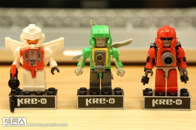 精彩積木玩法!「KRE-O 變形金剛迷你變形合體人物組」(下)