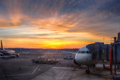 Departures (ep_jhu) Tags: morning sun sol sunrise canon airplane dawn washingtondc early dc airport gate aircraft terminal 7d dca aeropuerto hdr canon7d