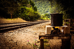 cooking fire (The Cookiemonster) Tags: cooking fire railway rails mexiko lahuasteca
