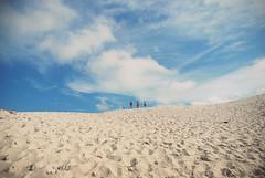 On the limit (Yuli Aquino) Tags: santa travel blue light floripa brazil vacation sky people sun travelling praia beach azul brasil clouds four sand florianpolis 4 steps frias cu clean nuvens catarina pegadas