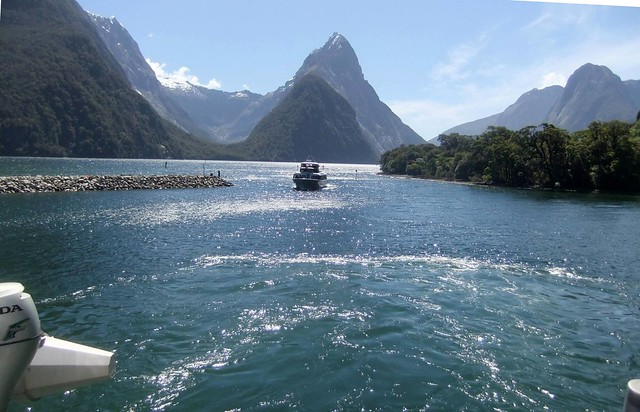 2012_11_200303 boats on Milford Sound