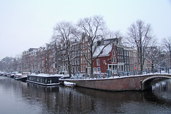 Prinsengracht - Amsterdam (Netherlands) (Meteorry) Tags: bridge winter snow holland water netherlands amsterdam canal europe barca centre hiver sneeuw january nederland houseboat center facades pont prinsengracht neige brug pniche paysbas centrum barge noordholland gracht reguliersgracht stadsarchief woonboot meteorry 2013