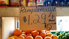 Pamplumousse [sic] (Exile on Ontario St) Tags: fruiterie montral fruits fruit pamplumousse montcarmel fruitstore fruitery pamplemousse grapefruit sign affiche franais langue franaise prix vente talage shelf store business sale special sell limes lime window