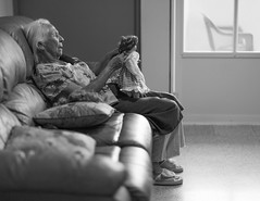 Mami playing with dolls. / Mami juega con muecas. (Oquendo) Tags: mami mother elderly memory