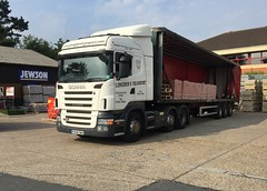 Another brick for the wall (South Strand Trucking) Tags: diy trailer artic bricks delivery yard scania merchant builders bricklorry