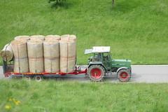 Stroh ausliefern mit Fendt Farmer 309LSA (Martinus VI) Tags: buchen horrenbach teuffenthal region thun kanton canton de bern berne berna berner bernese schweiz suiza svizzera suisse switzerland y160819 fendt farmer 309 lsa
