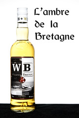 Whisky Breton - L'ambre de la Bretagne (Nancy Boy - Photographe amateur) Tags: whisky whiskybreton bretagne packshot ambre warenghem bouteille studio flash
