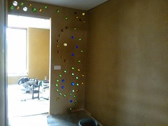 14444659_10154656919733755_1498295168309104951_o (Delices) Tags: bottle wall bottlewall ecobuilding eco building bricks bottlebricks earthship inspiration construction diy clay