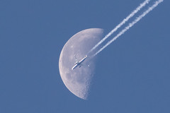 737moon (o RATMAN o) Tags: daymoon aviation canon300mm canon7dmk2 flyby passingmoon b737 aircraft daytime lunar boeing 737 ryanair moon grabshot trails contrails