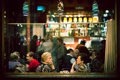 Conversaciones... (A_Romy (romyclick.com)) Tags: woman cold bar navidad cafe mujer zaragoza fez invierno talks coffe frio stole hablar robado