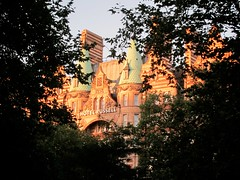 Hotel Russell, Bloomsbury, London, 18/09/2012 (DG Jones) Tags: trees london silhouette terracotta branches victorian bloomsbury glimpse foreground cladding teawithmilk clad centrallondon 1898 russellsquare rmstitanic hotelrussell charlesfitzroydoll principalhayleygroup chateaudemadrid theaulait