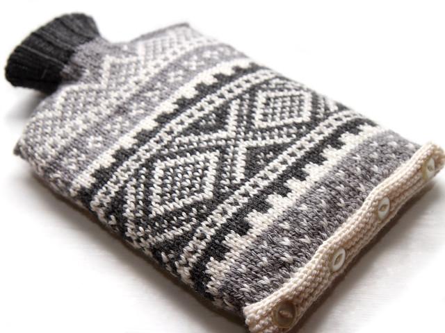 Hand knit Norwegian ski hot water bottle cover – grey/white