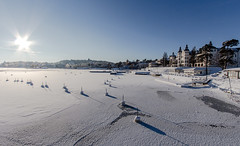 A Very Cold and White Sunset in Saltsjbaden Stockholm (Maria_Globetrotter) Tags: schnee winter light sun snow ice sol architecture canon star hotel vinter perfect day sweden stockholm schweden january grand swedish an clear sverige icy svj perfekt sn efs k