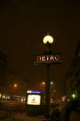 Parijs (mi chiel) Tags: snow paris france metro sneeuw le frankrijk marais parijs lemarais