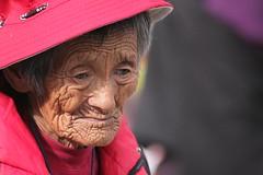 Portraits at Jokhang (10b travelling) Tags: china red portrait woman asian temple asia buddhist palace tibet palais himalaya lhasa jokhang palast himalayas templo himalayan tempel 2010 palacio peopleset carstentenbrink iptcbasic