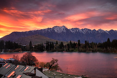 Sunrise over Queenstown (Pat Charles) Tags: newzealand southisland remarkables sunrise dawn early morning otago centralotago nz queenstown wakatipu lake nikon colour color bright
