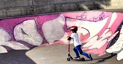 Nio con monopatn (Milagros Sahln) Tags: monopatin kickboard patinete kickbike sparkcykel skate city ciudad