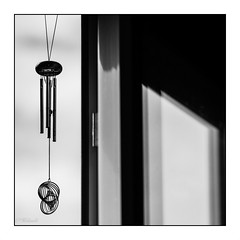 variations autour d un carillon  vent (2) (Hlne Baudart) Tags: mbt carillon contrastes noir et blanc