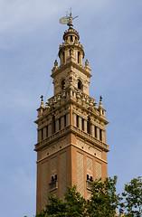 Una sevillana al Peneds / Out of place (SBA73) Tags: catalunya catalonia catalogne catalogna katalonien catalua    peneds altpeneds lagiralda giralda larbo fantasia fantasy sevillana sevilla outofplace copia copy