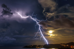 full moon lightning zoom (muscapix) Tags: rx100 iii stbarthpicture stbarth stbarthelemy storm sbh nuit nocturne night nature lightning thunder weather rain pluie eclair orage tempette tempete tempte tempesta lectricit lment lectron cologie cosystme cloud nuage natura natural power climat mto meteo mer ocean ocano ocan sky ciel storme