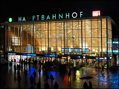 HA PTBAHNHOF (frischauge) Tags: street city blue light red urban color building geometric lines station yellow architecture night train germany dark stars town colorful pattern geometry candid sony low cologne cybershot kln noflash db line architektur curve shape parallel rectangle koeln gebude available geometrie geometrisch rx100 wsstreet dscrx100 wwwfrischaugede wsrx100 wsarchitecture