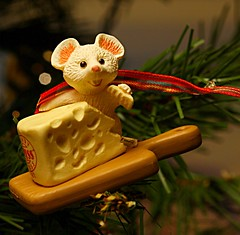 1992 Merry Swiss Chris-Mouse ~ 40D-A 28-70mm 2.8  0068LLSCr (BrandyVSOP) Tags: bear santa christmas dog white snow tree cookies oregon canon portland mouse husky doll or 1996 barbie ornament ornaments lucky 1997 28 1995 rapunzel 28l tigard 2012 1937 hallmark keepsake 2870mm holilday 2870mm28 chrismouse 40d canon40d brandyvsop colliesiberian