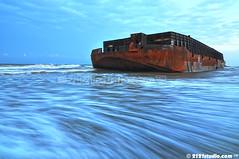 Barge (2121studio) Tags: monsoon malaysia barge pahang southchinasea kapal tongkang nikond90 2121studio lautchinaselatan kuantanphotographer