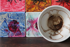 ONE cup - is art (Etching Stone) Tags: world red art cup tasse coffee up turn tomato paper one mugs is movement gallery wasp tea kunst eins border stripe kaffee vessel down bowl exhibition cups cardboard pack page future be bewegung mug target sequence wasps ziel turns tee arrangement grounds turning forecast tassen becher embryo fortunetelling stopmotion atelier execution welt rotate geht drehen napf gefss rotieren dreht