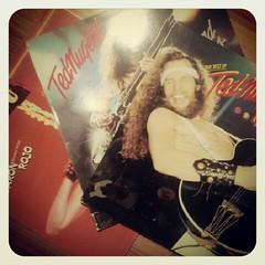 Esto pasa por dejarme escoger la música de este fin de año para recordar los 70 y 80. Yeeeeeeaaaaaaa el rock nunca muere!!!!!