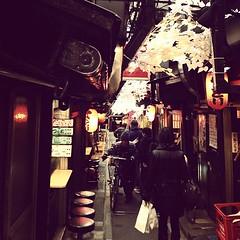 座ったら負け… 2013/01/25 16:44 #路地裏 #裏路地 #新宿