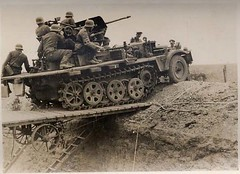 Sd.Kfz. 10/5 leichte Selbstfahrlafette mit 2 cm FlaK 38 (Krueger Waffen) Tags: war tank wwii german armor armour armored waffenss flak tanks panzer secondworldwar afv worldwartwo antiaircraft armoredvehicle armoured armoredcar wehrmacht sdkfz germantank pzkpfw germanarmor flak38 secondworldwartanks worldwartwotanks tanksofthesecondworldwar antiaircraftvehicles sdkfz105