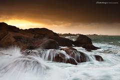 Perruque d'écumes (Descliks2bretagne PHOTOGRAPHIE) Tags: ocean longexposure sunset sky cloud seascape storm nature rock brittany wave bretagne ploumanach ☆thepowerofnow☆ descliks2bretagne ledilhuitnicolas