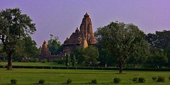 INDIA - Khajuraho Group of Monuments is a group of about 20  Hindu and Jain temples, reliefs and sculptures,  14231/7098 (roba66) Tags: indienkhajurahotempel indien indiennord asien asia india inde northernindia urlaub reisen travel explore voyages visit tourism roba66 skulptur sculpture reliefs relief antik antic rustic ruine ruins ausgrabungen archologie archaelogy madhya pradesh khajuraho tempel tempelanlage temple hinduism jainism historie history historic historical geschichte hinduismus