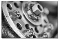 MS-230 (Laurent CLUZEL) Tags: nikon d200 bw nb propeller hlice nut propshaft locking wire cotter pin freinage crou moyeu