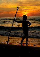 Neptunina 2016 (stempel*) Tags: polska poland polen polonia gambezia pentax k30 50mm neptun neptune silhouette girl kid morze batyckie baltic evening wieczr sun soce chmury clouds sunset zachd dbina