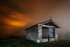 Oraciones... (atvjavi) Tags: atvjavi sanmigueldearalar aralar ermita iglesia nocturna night estrellas stars navarra irix lens