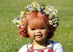 Fr die Wiesen gerstet ... (Kindergartenkinder) Tags: rosengarten sanrike seppenrade kindergartenkinder annette himstedt dolls feld landschaft blume