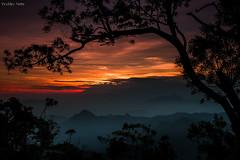 Crepúsculo (Waldyr Neto) Tags: sunset pordosol mountains montanhas petrópolis crepúsculo waldyrneto