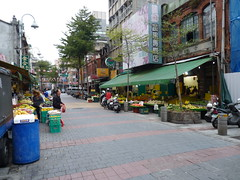 Shops in Guiyang Street, Wanhua District, Taipei, Taiwan (Loeffle) Tags: shop taiwan laden boutique taipei taipeh wanhua wanhuadistrict 112012 guiyangstreet