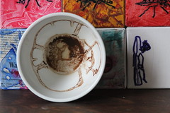 ONE cup - is art (Etching Stone) Tags: world red art cup tasse coffee up turn tomato paper one mugs is movement gallery wasp tea kunst eins border stripe kaffee vessel down bowl exhibition cups cardboard pack page future be bewegung mug target sequence wasps ziel der turns tee arrangement grounds turning forecast tassen becher embryo fortunetelling stopmotion evolve atelier execution welt rotate sich geht revolve drehen napf gefäss rotieren dreht