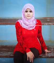 DSC_0352 (Nasey) Tags: red portrait people black digital 50mm nikon lace hijab malaysia shawl af nikkor dslr 50mmf18d terengganu tudung kualaterengganu d80 nasey nasirali