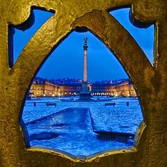 Schlossplatz (Futzliputzli) Tags: germany deutschland stuttgart frame concordia column bluehour schloss schlossplatz hdr rahmen blauestunde sule neuesschloss