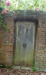 Gartentr in  Winchester (Swassermatrose) Tags: door england church cathedral kathedrale kirche hampshire winchester tr 2016 gartentr holztr