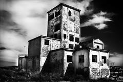 Loft spacieux avec vue... (Explore) (vedebe) Tags: abandonn architecture rue street ville city urbain urbex noiretblanc netb nb bw monochrome fentre porte portes ciel hanks lot