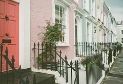 Notting Hill Fujica 690 (Pig Pang) Tags: london analog 690 mittelformatkamera fujifilm mittelformat nottinghill fujica fujicagsw690 5665mm