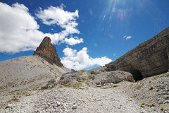 In alto (lightsaber*) Tags: tre scarperi alto cielo sky blue dolomites dolomit trekking rock rocks paradise torre tower mountain montagne montagna landscape paesaggio wall locatelli peack toblin adige sudtirol hike hiking cloudy clouds cloud red