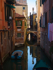 Venezia (Skylark92) Tags: venice venezia italy veneto water canal boat gondola italie venetië reflection